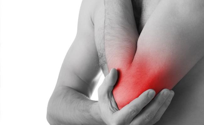 Đau khớp rất thường gặp ở bệnh nhân viêm khớp