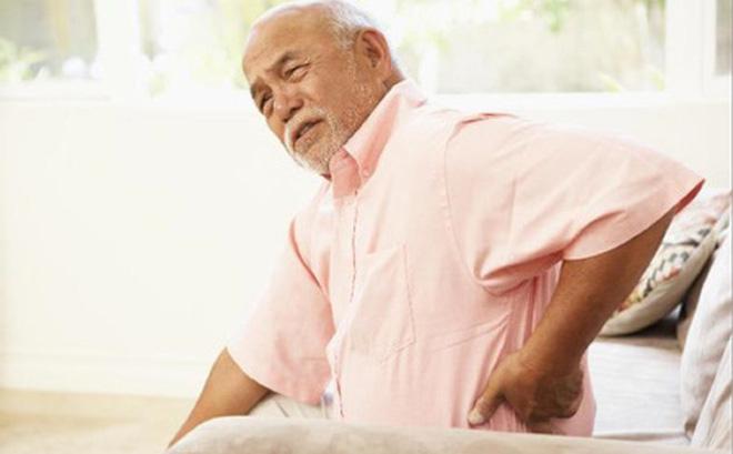 tuổi cao gây thoái hóa cột sống