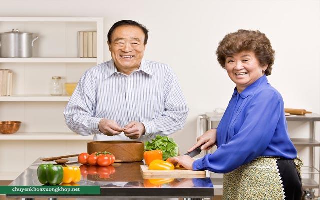 Điều trị thoái hóa khớp ở người cao tuổi