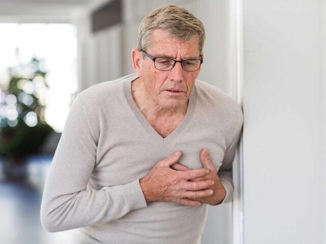 Biến chứng của bệnh vôi hóa cột sống nguy hiểm ra sao?