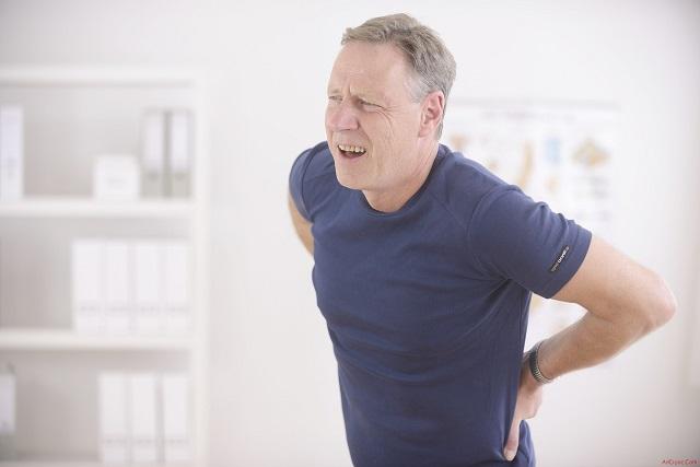 Biểu hiện của bệnh vôi hóa cột sống