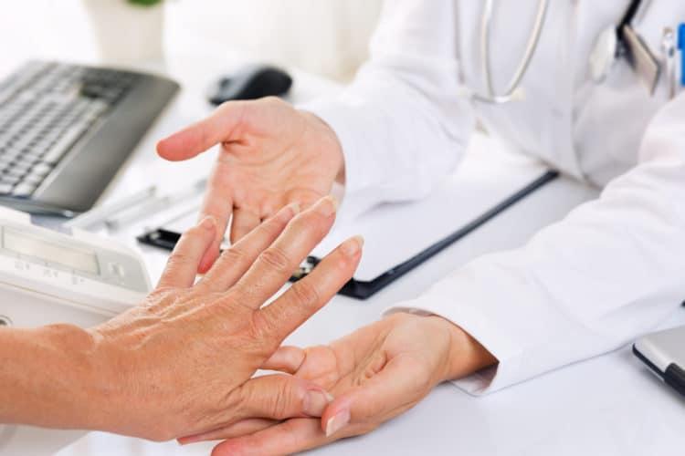 Chẩn đoán viêm khớp dạng thấp cần dựa trên những tiêu chuẩn cụ thể