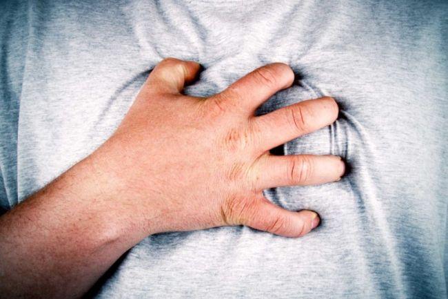 Viêm khớp dạng thấp có thể gây ra rất nhiều biến chứng, nguy hiểm nhất là biến chứng gây tàn phế, biến chứng tim mạch, biến chứng thận,...