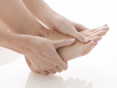 Đau nhức xương mu bàn chân và khớp ngón chân cái là bị gì ?