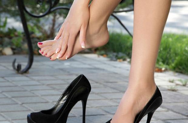Kết quả hình ảnh cho Tác hại của việc mang giày cao gót đối với xương khớp