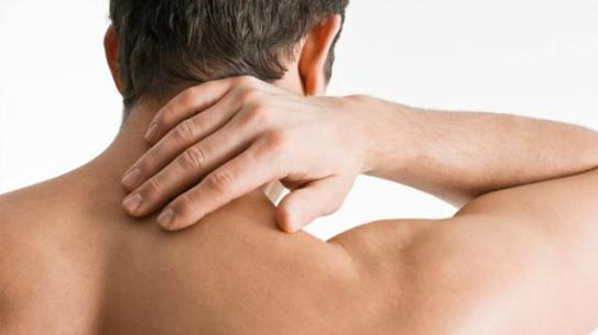 Bị đau mỏi vai gáy khi ngủ dậy có chữa được không ?