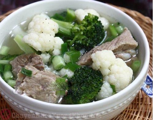 Canh sườn heo nấu bông cải