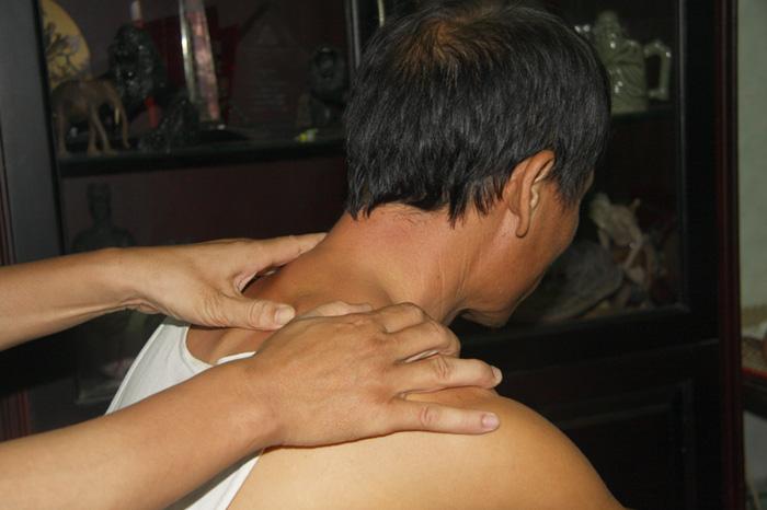 Kết quả hình ảnh cho bấm huyệt đau vai gáy