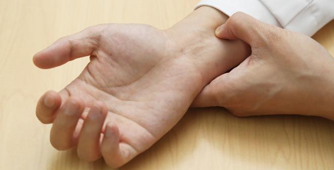 Bấm huyệt chữa đau khớp cổ tay