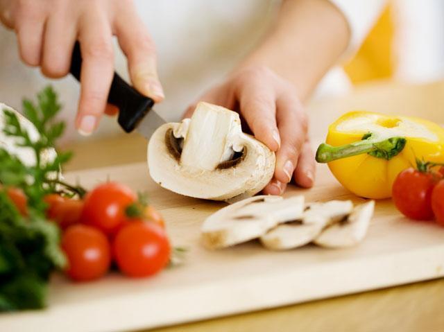 Người bị viêm khớp ngón tay cần có chế độ dinh dưỡng phù hợp