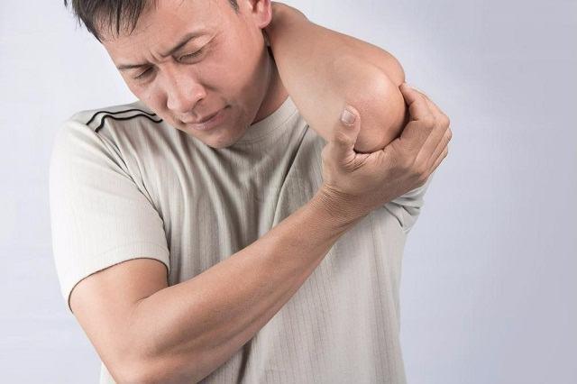 Triệu chứng gai đôi cột sống