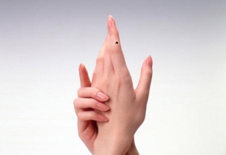 Động tác uốn ngón tay giúp giảm đau do viêm khớp cổ tay