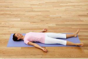 nhung-bai-tap-yoga-cho-nguoi-bi-thoai-hoa-dot-song-co3