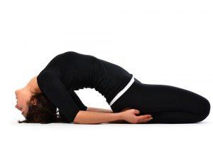 nhung-bai-tap-yoga-cho-nguoi-bi-thoai-hoa-dot-song-co4