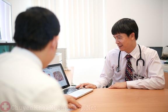 Tham khảo ý kiến bác sĩ trước khi tiến hành phẫu thuật thay khớp háng