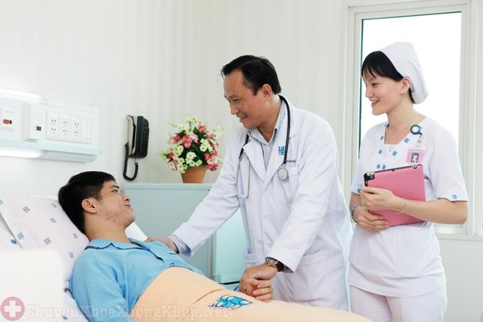 Bệnh nhân nghỉ ngơi sau phẫu thuật