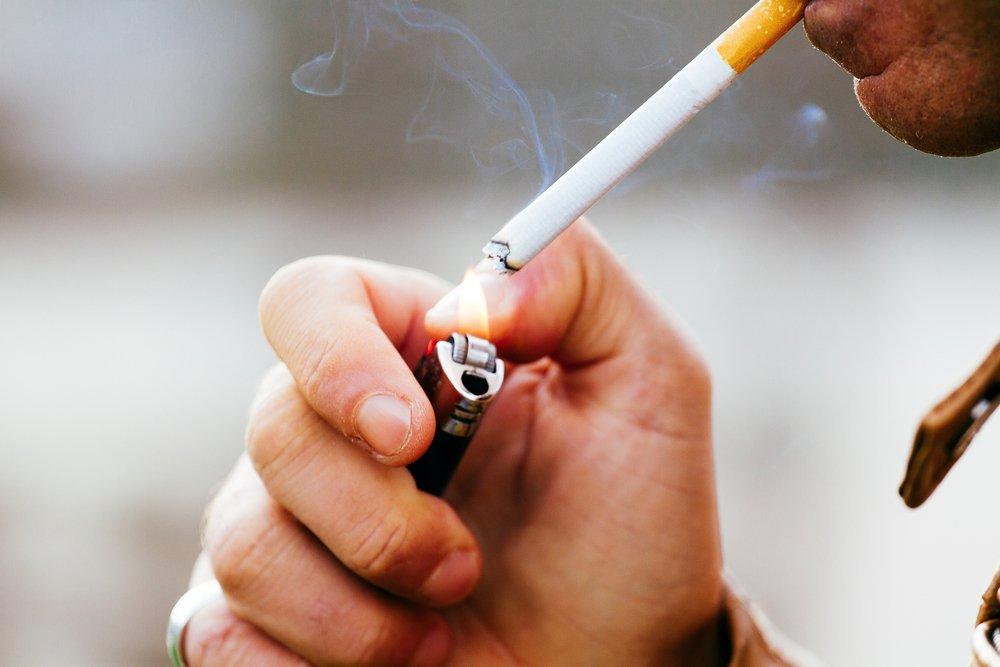 Hút thuốc lá ảnh hưởng xấu đến sức khoẻ và hệ xương khớp