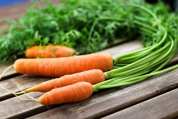 Giảm đau khớp gối bằng cà rốt - nguyên liệu dễ kiếm, dễ thực hiện