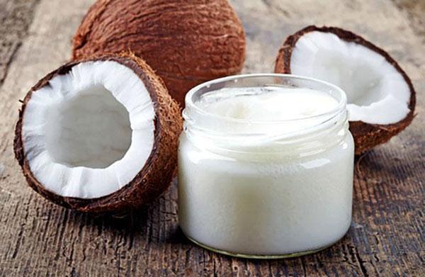 Dầu dừa có tính kháng khuẩn, giúp giảm viêm sưng