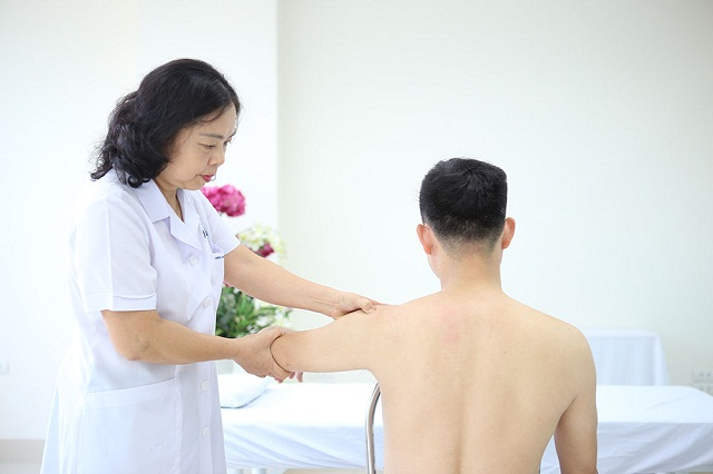 Chữa bệnh viêm đau khớp vai nên uống thuốc gì giảm đau tốt nhất?