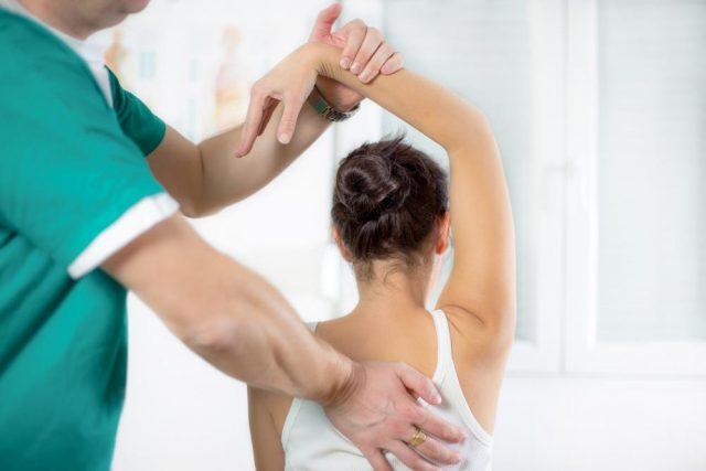 Áp dụng phương pháp Chiropractic chữa viêm khớp vai