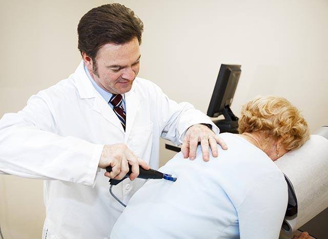 Phương pháp Chiropractic trị thoát vị đĩa đệm cột sống thắt lưng