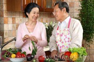 Mắc bệnh viêm khớp dạng thấp kiêng ăn gì và nên ăn gì tốt?