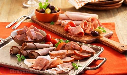 Những thực phẩm người bị viêm đau khớp gối nên ăn và không nên ăn