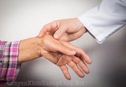 Thường xuyên đau khớp ngón tay khi ngủ dậy vào buổi sáng là bệnh gì