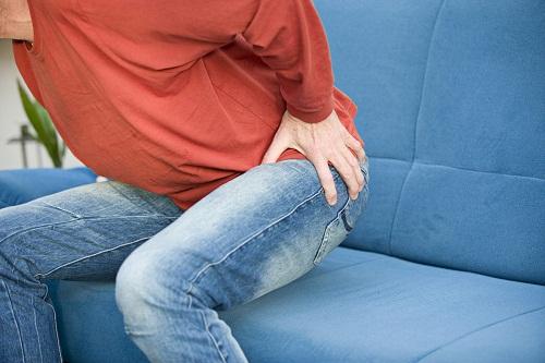 Bị đau khớp háng bên trái khi mang thai không nên chủ quan