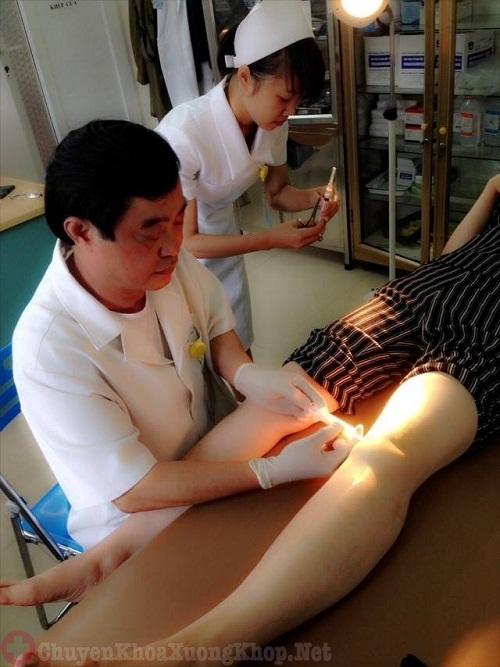 Khi nào nên chọc hút dịch khớp gối - cách phòng tránh biến chứng