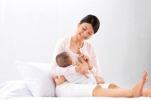 Mắc bệnh đau khớp háng sau sinh phải làm sao?
