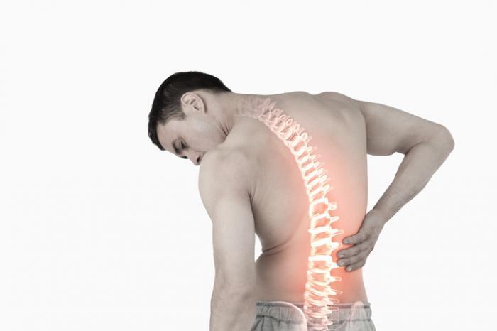 Đau lưng có thể do nhiều nguyên nhân gây ra