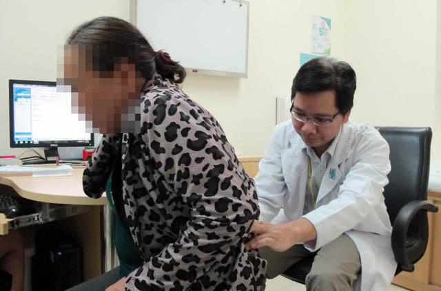 Nên thăm khám sớm khi có các dấu hiệu đau lưng không rõ nguyên nhân