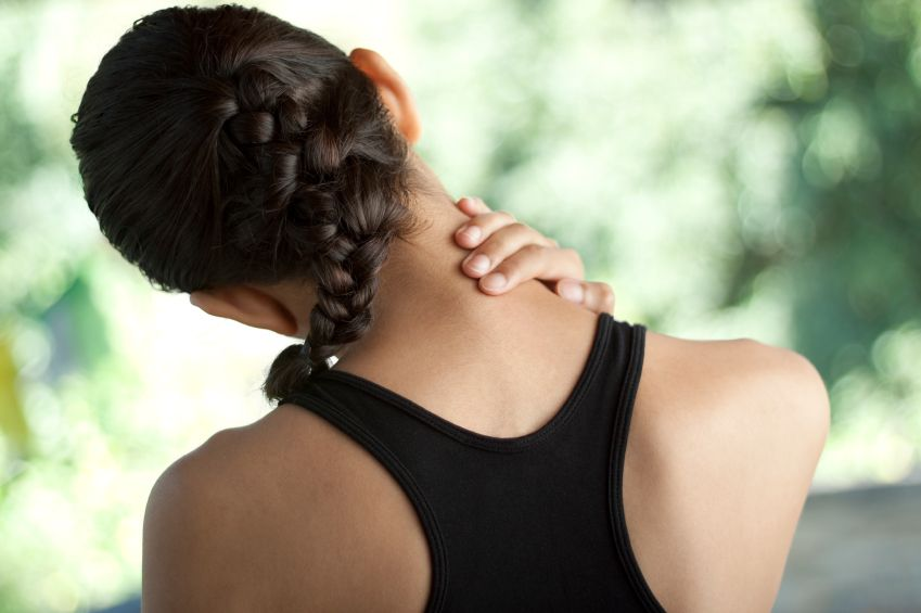 cơn đau từ cổ lan xuống gáy có thể là biểu hiện thoái hóa đốt sống cổ