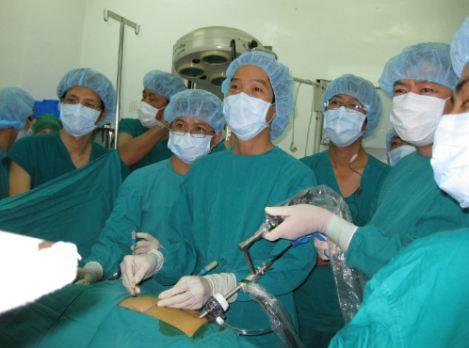 Bác sĩ Phạm Văn Tấn, bệnh viện Đại học Y Dược TP HCM cho biết viêm ruột thừa là tình huống cấp cứu ngoại khoa gặp mỗi ngày tại các bệnh viện.