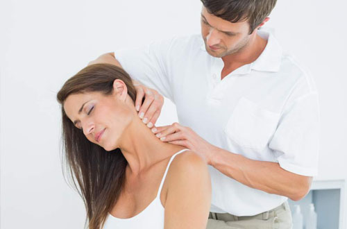 Xoa bóp - Giải pháp hỗ trợ điều trị thoái hóa đốt sống cổ