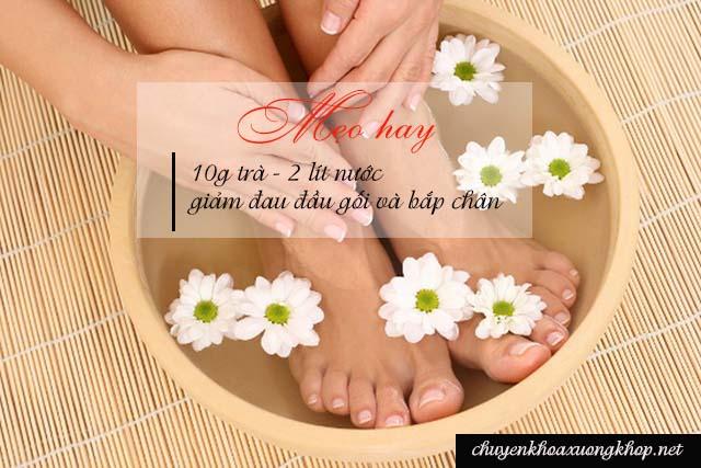 Ngâm trà ấm giúp chữa đau đầu gối và bắp chân