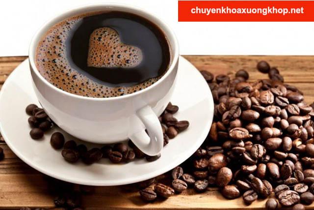 Tránh uống Calcium Corbiere với Caffein