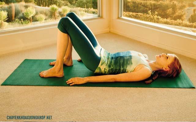 Động tác Pilates - Bài tập chữa đau lưng cho dân văn phòng