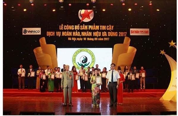 Trung tâm Thuốc dân tộc được vinh danh tại lễ trao giải