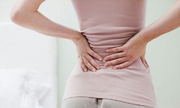 Thoái hóa cột sống thắt lưng gây đau âm ỉ hoặc dữ dội vùng thắt lưng