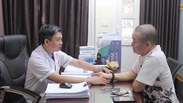 Nghệ sĩ Xuân Hinh khám, chữa bệnh xương khớp tại Đỗ Minh Đường