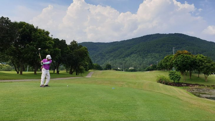 chấn thương thường gặp khi chơi golf, tennis và cách điều trị